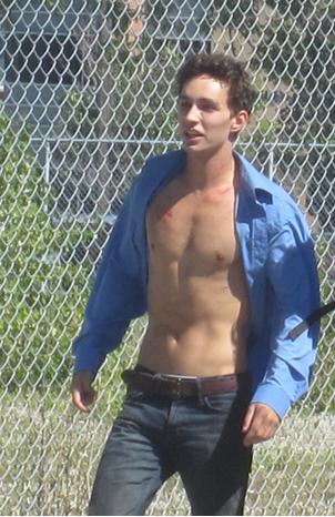 http://themortalinstrumentssource.files.wordpress.com/2012/08/shirtlessrobbies.png