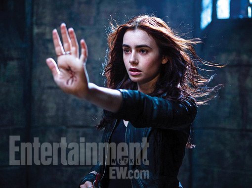 First Look: Lily Collins As Clary In THE MORTAL ...