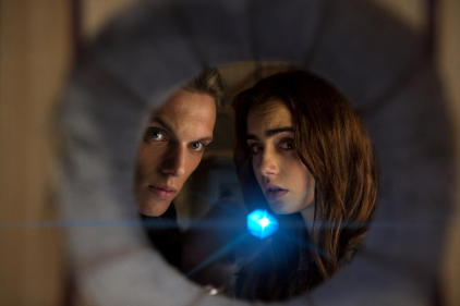 Jace (Jamie Campbell Bower) and Clary (Lily Collins)