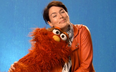 Lena-Headey-on-Sesame-Street