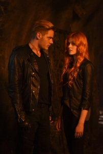 """SHADOWHUNTERS - """"The Descent Into Hell is Easy"""" - Clary's memories may be the key to finding her mother and The Mortal Cup in """"The Descent Into Hell is Easy,"""" an all-new episode of """"Shadowhunters,"""" airing Tuesday, January 19th at 9:00 – 10:00 p.m., EST/PST on Freeform, the new name for ABC Family. ABC Family is becoming Freeform on January 12, 2016. (ABC Family/John Medland) DOMINIC SHERWOOD, KATHERINE MCNAMARA"""