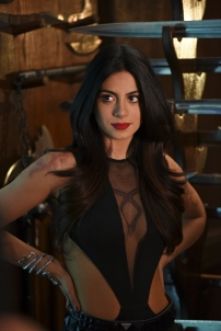 """SHADOWHUNTERS - """"The Descent Into Hell is Easy"""" - Clary's memories may be the key to finding her mother and The Mortal Cup in """"The Descent Into Hell is Easy,"""" an all-new episode of """"Shadowhunters,"""" airing Tuesday, January 19th at 9:00 – 10:00 p.m., EST/PST on Freeform, the new name for ABC Family. ABC Family is becoming Freeform on January 12, 2016. (ABC Family/John Medland) EMERAUDE TOUBIA"""