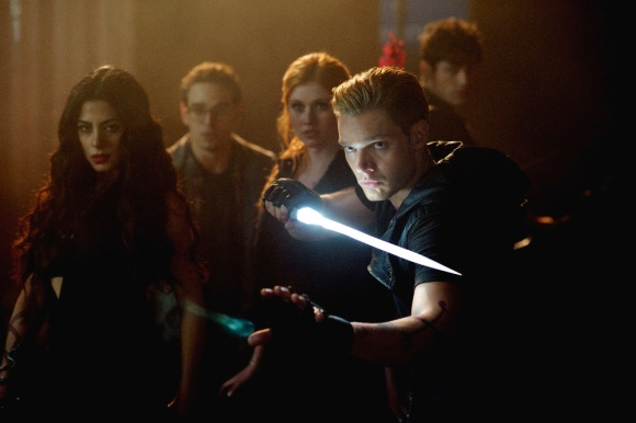 """SHADOWHUNTERS - """"Moo Shu To Go"""" - Alec finds himself torn between duty and loyalty to Jace in """"Moo Shu to Go,"""" an all-new episode of """"Shadowhunters,"""" airing  Tuesday, February 9th at 9:00 – 10:00 p.m., EST/PST on Freeform, the new name for ABC Family. (Freeform/Sven Frenzel) EMERAUDE TOUBIA, ALBERTO ROSENDE, KATHERINE MCNAMARA, DOMINIC SHERWOOD"""