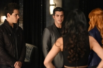 """SHADOW HUNTERS - """"Morning Star"""" - Time is running out for the Shadowhunters to stop Valentine in """"Morning Star,"""" the season finale of """"Shadowhunters,"""" airing TUESDAY, APRIL 5 (9:00 - 10:00 p.m. EDT) on Freeform. (Freeform/John Medland) ALBERTO ROSENDE, DAVID CASTRO"""