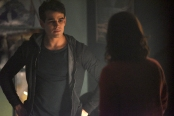 """SHADOWHUNTERS - """"Dust and Shadows"""" - Clary takes desperate actions after the attack on the Institute in """"Dust and Shadows,"""" an all new episode of """"Shadowhunters,"""" airing MONDAY, JANUARY 30 (8:00 – 9:00 PM EDT) on Freeform. (Freeform/John Medland) ALBERTO ROSENDE"""