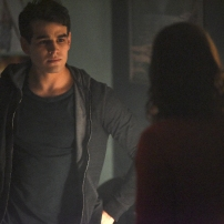 "SHADOWHUNTERS - ""Dust and Shadows"" - Clary takes desperate actions after the attack on the Institute in ""Dust and Shadows,"" an all new episode of ""Shadowhunters,"" airing MONDAY, JANUARY 30 (8:00 – 9:00 PM EDT) on Freeform. (Freeform/John Medland) ALBERTO ROSENDE"