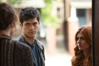 "SHADOWHUNTERS - ""Dust and Shadows"" - Clary takes desperate actions after the attack on the Institute in ""Dust and Shadows,"" an all new episode of ""Shadowhunters,"" airing MONDAY, JANUARY 30 (8:00 – 9:00 PM EDT) on Freeform. (Freeform/John Medland) MATTHEW DADDARIO, KATHERINE MCNAMARA"