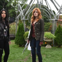 """SHADOWHUNTERS - """"Iron Sisters"""" - Clary and Isabelle head to The Citadel looking for answers in """"Iron Sisters,"""" an all new episode of """"Shadowhunters,"""" airing MONDAY, FEBRUARY 6 (8:00 – 9:00 PM EDT) on Freeform. (Freeform/John Medland) EMERAUDE TOUBIA, KATHERINE MCNAMARA"""