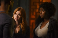 """SHADOWHUNTERS - """"How Are Thou Fallen"""" - Clary and Luke find themselves at odds over Cleo in """"How Are Thou Fallen,"""" an all new episode of """"Shadowhunters,"""" airing MONDAY, FEBRUARY 13 (8:00 – 9:00 PM EDT) on Freeform. (Freeform/John Medland) KATHERINE MCNAMARA, LISA BERRY"""