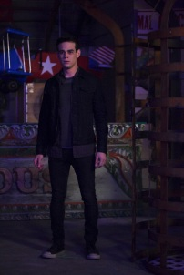 "SHADOWHUNTERS - ""Bound By Blood"" - Clary is sidelined by Iris' blood oath, while the Downworld begins to fall apart, in ""Bound By Blood,"" an all-new episode of ""Shadowhunters,"" airing MONDAY, FEBRUARY 27 (8:00 - 9:01 p.m. EST), on Freeform. (Freeform/John Medland) ALBERTO ROSENDE"