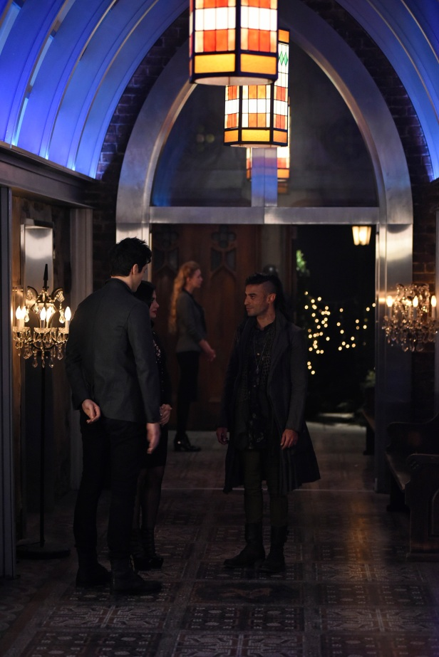 "SHADOWHUNTERS - ""The Fair Folk"" - Alec has big plans to mend fences with the Downworlders, while Jace and Clary are summoned by the Seelie Queen in ""The Fair Folk"", an all-new episode of ÒShadowhuntersÓ airing on Monday, June 26 (8:00 - 9:00 PM ET/PT) on Freeform and the Freefom app. (Freeform/John Medland) MATTHEW DADDARIO, EMERAUDE TOUBIA, JADE HASSOUNE"