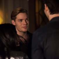 "SHADOWHUNTERS - ""Those of Demon Blood"" - After several Shadowhunters are killed, The Institute turns to controversial methods to prevent a Downworlder uprising in ÒThose of Demon Blood,Ó an all-new episode of ÒShadowhuntersÓ airing Tuesday, June 19 (8:00 - 9:00 PM ET/PT). (Freeform/John Medland) EMERAUDE TOUBIA, DOMINIC SHERWOOD, MATTHEW DADDARIO"