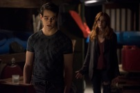 """SHADOWHUNTERS - """"A Problem with Memory"""" - Simon goes down a dark path while Alec and team prepares to transport Valentine in ÒA Problem of Memory,Ó an all-new episode of """"Shadowhunters"""" airing Monday, July 10th at 8:00 - 9:00 PM ET/PT. (Freeform/John Medland) ALBERTO ROSENDE, KATHERINE MCNAMARA"""