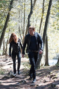 """SHADOWHUNTERS - """"Day of Atonement"""" - Jace and Clary go on an unsanctioned mission, while Maia helps Simon out at a Yom Kippur family dinner in ÒDay of Atonement,Ó an all new episode of ÒShadowhuntersÓ airing on Monday, July 17th at 8:00 - 9:00 PM ET/PT. (Freeform/John Medland) KATHERINE MCNAMARA, DOMINIC SHERWOOD"""