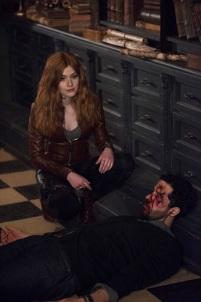 """SHADOWHUNTERS - """"A Dark Reflection"""" - Clary struggles with the idea that her brother Jonathan is pure evil when it appears he is hunting down the mortal mirror for ValentineÕs use in ÒA Dark Reflection,Ó an all new episode of ÒShadowhuntersÓ airing on Monday, July 24th at 8:00 - 9:00 PM ET/PT. (Freeform/John Medland) KATHERINE MCNAMARA, ZACH SMADU"""