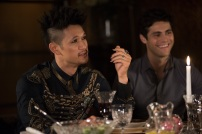 """SHADOWHUNTERS - """"What Lies Beneath"""" - The Shadowhunters try to track down the new imposing threat, while Jace has a suspicion that Jonathan is back and behind the mundane attacks. Simon tries to figure out what The Seelie Queen did to him during his time in the glade. Alec decides to host a Lightwood family dinner at MagnusÕ house after a surprising visit from Maryse. This episode of """"Shadowhunters"""" airs Tuesday, April 3 (8:00 - 9:00 p.m. EDT) on Freeform. (Freeform/John Medland) HARRY SHUM JR., MATTHEW DADDARIO"""